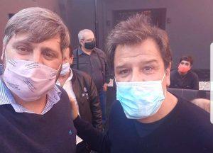 Gabriel Kondratzky junto a Facundo Manes